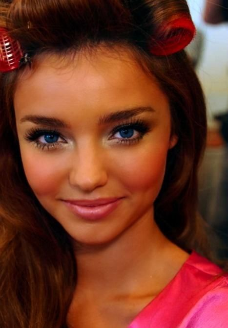 What I want for prom except I don't want my blush that obvious....more shimmer and bronze colors on my cheek bones