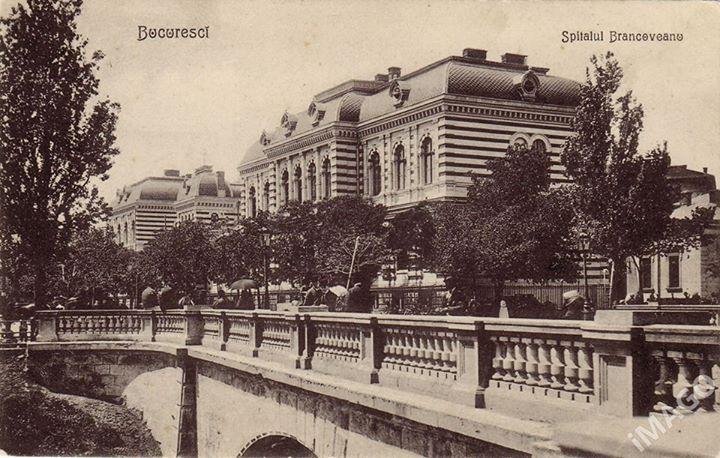 Bucureşti În anii 20 pe Podul Rahovei, demolat în 1938. Podul Calicilor, turcii îi ziceau Hadâm, purta numele săracilor orașului care locuiau în zonă, la începuturile târgului Bucureștilor. Ulterior a luat numele boieroaicei Calița (Caliței...Calicilor) și înainte de 1878, Podul Craiovei
