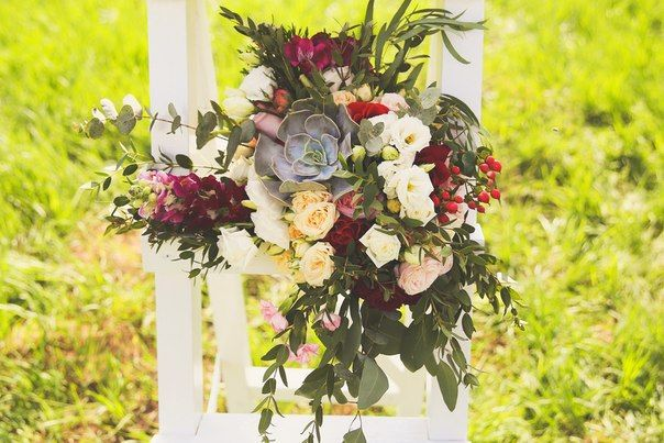 #bridalbouquet #weddingbouquet #bouquet #succulent #eucalyptus #yellowrose #wedding #white #flowers #flower #rosebush #rose #metiolla #pinkrose #bride #lovestory #newlyweds #photosession #summerphotoshoot #weddingday #букетневесты #свадебныйбукет #букет #белый #белаясвадьба #кустоваяроза #эвкалипт #суккулент #метиолла #желтаяроза #свадьба #невеста #идеядляфотосесии #летняяфотосессия #свадебныйдень