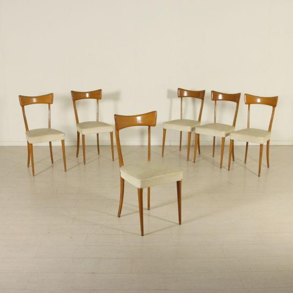 Gruppo di sei sedie; legno di faggio, imbottitura a molle, rivestimento in similpelle.