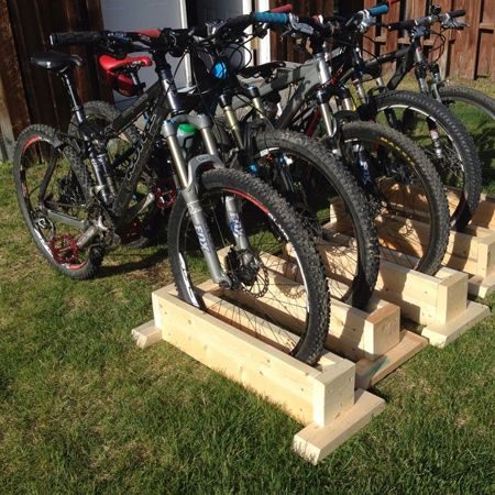 Because the bicycle stand is self-supporting, you can place the arrangement in varied configurations and store your bicycles easily wherever you want.