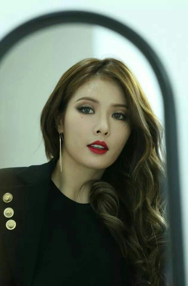 Hyuna                                                       …