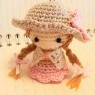 麦わら帽子の女の子<ストラップサイズ>(ピンク)
