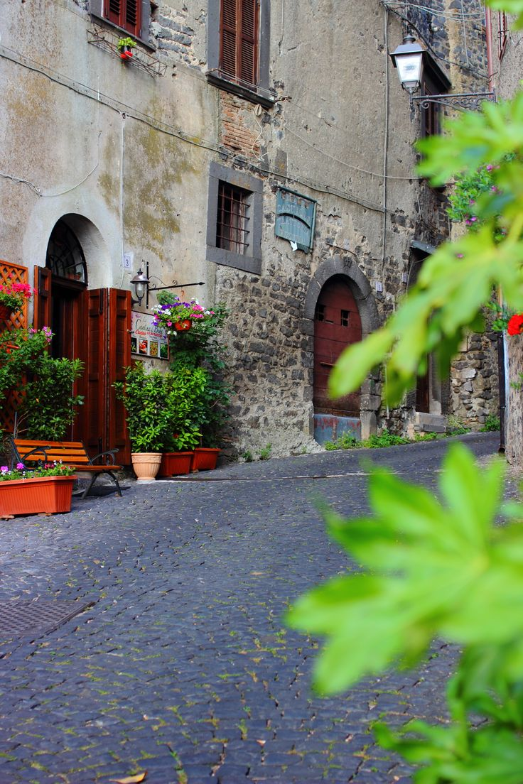 Bracciano, cute town not too far from Rome Bracciano, Italy was a surprise. We discovered so cute little village where every door has a story to tell. Here are the top 10 entrances and doors. All i…