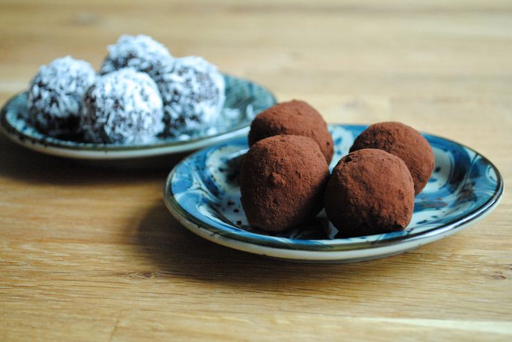 Søde sunde abrikoskugler med kokos og kakao
