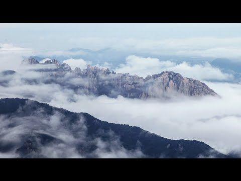 #Ulsanbawi Rock in #Seoraksan National Park, #Gangwon Province, Korea |  See more at: http://www.pinterest.com/misiryeong/ulsanbawi-rock/ | 외설악의 울타리, 설악산 울산바위