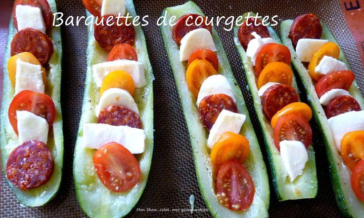 Barquettes de courgettes au chorizo, tomates cerises et mozzarella Lavez les courgettes, ôtez les extrémités, et coupez-les en deux dans le sens de la longueur. - Salez-les et faites les cuire à la vapeur (une quinzaine de minutes dans le cuit-vapeur) - Pendant ce temps ôtez la peau du chorizo et coupez-le en rondelles. - Lavez les tomates cerises et coupez les en deux. - Coupez la mozzarella en petits morceaux.