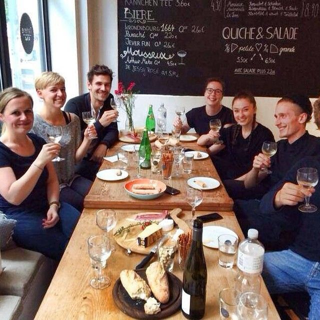 TVino - Wine Bar in Hamburg. Great wines and furthermore great food from their neighbour Tarterie St. Pauli.