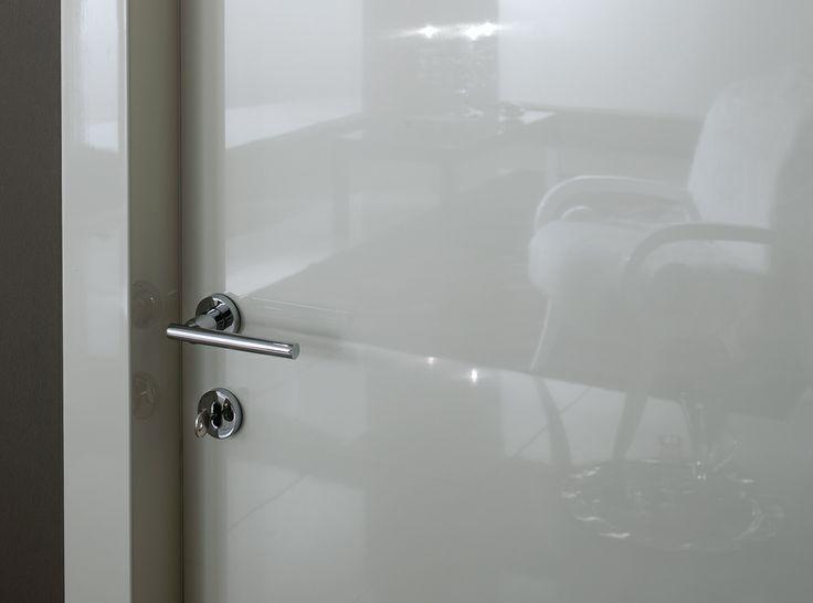 FBP porte | Collezione DEA - Dettaglio laccatura brillante bianca #fbp #porte #legno #laccata #door #wood #varnish