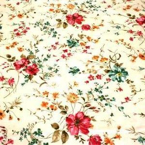http://www.radicifabbrica.it/prodotto/tessuto-satin-h-cm-280-fiore-24a/   Tessuto Satin stampato a metraggio. Altezza cm 280.  Variante 24A fiore grande: fondo panna, fiori color rosa acceso, arancione e turchese.  composizione: 70% poliestere, 30% cotone.  ideale per trapunte, quilt e copripiumini.