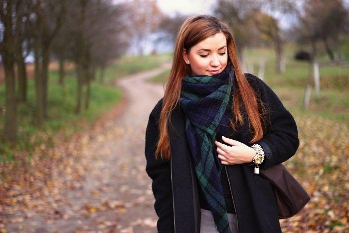 Už jste viděli krásné fotky s šátky TARTAN | DEKA ? Mrkněte na blog France baby :-) http://www.francebaby.cz/2015/11/outfit-oversized-coat.html