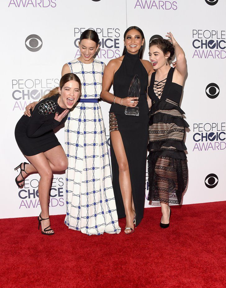 Pin for Later: 24 People's Choice Awards Moments You Didn't Catch on TV The cast of Pretty Little Liars did their best Sex and the City impression. Pictured: Lucy Hale, Ashley Benson, Shay Mitchell, and Troian Bellisario