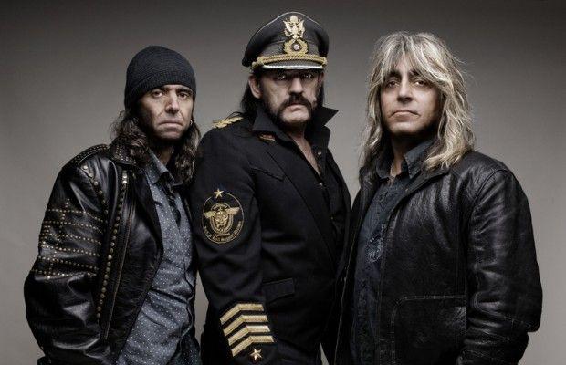 """Dünyanın en gürütülü rock grubu"""" deyince aklınıza kaç isim gelir? Akla gelen grupların sayısı kişiye göre değişecektir ancak, herkesin ilk aklına gelen gruplardan birinin Motörhead olması şaşırtıcı olmayacaktır. Motörhead 80'li yıllarda 'Variety Theater'da verdikleri bir konserde ulaştıkları 130 desibellik ses seviyesi ile 'dünyanın en gürültülü grupları' arasında resmi olarak yer almıştır. 1975 yılında dönemin en önemli gruplarından Hawkwind'in..."""