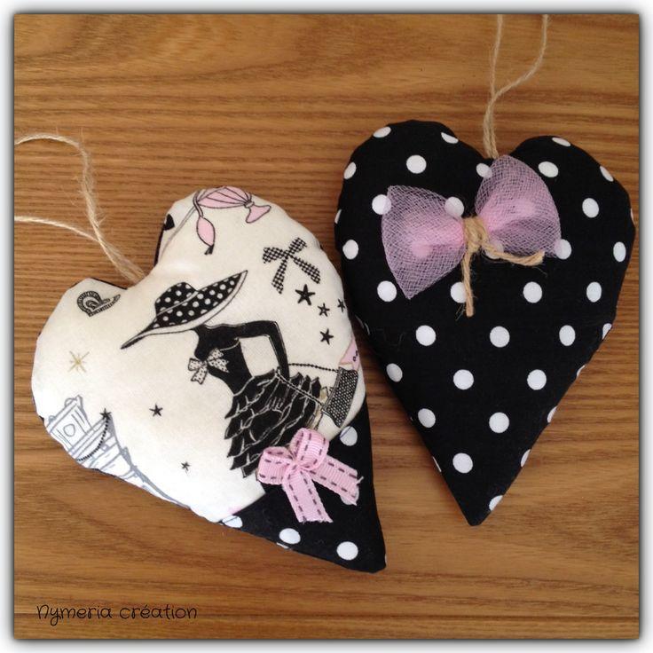 """2 coeurs à accrocher """"la parisienne"""" rétro chic en tissu noir à pois et noeud rose assorti : Textiles et tapis par nymeria-creation"""