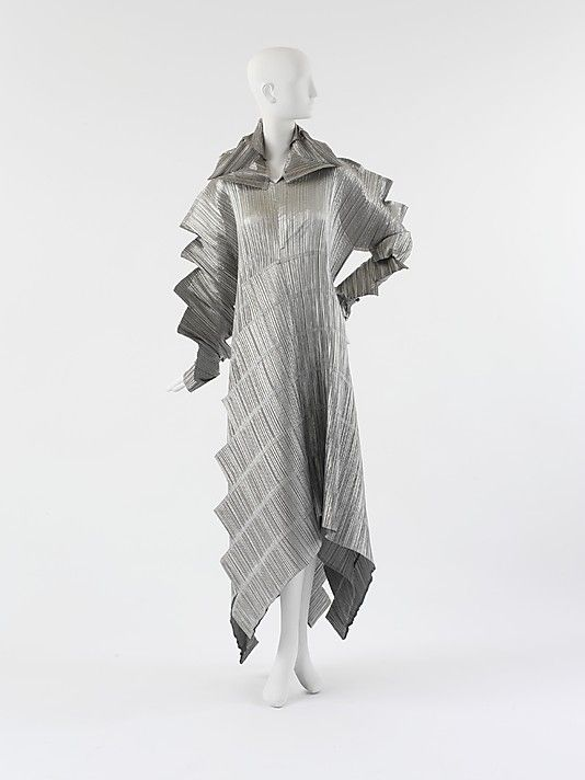 133 best images about issey miyake on pinterest irving penn flying saucer and search. Black Bedroom Furniture Sets. Home Design Ideas