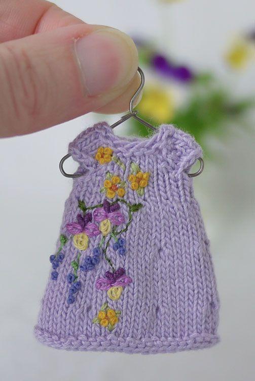 Knitting Patterns For Dolls Houses : p1130634web.jpg 503 750 pixels Knitting and Crochet Pinterest Doll dres...