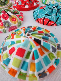 thread catchers - link to free pattern, also this blogger is in my area.  Allagash nice to see someone here who sews.