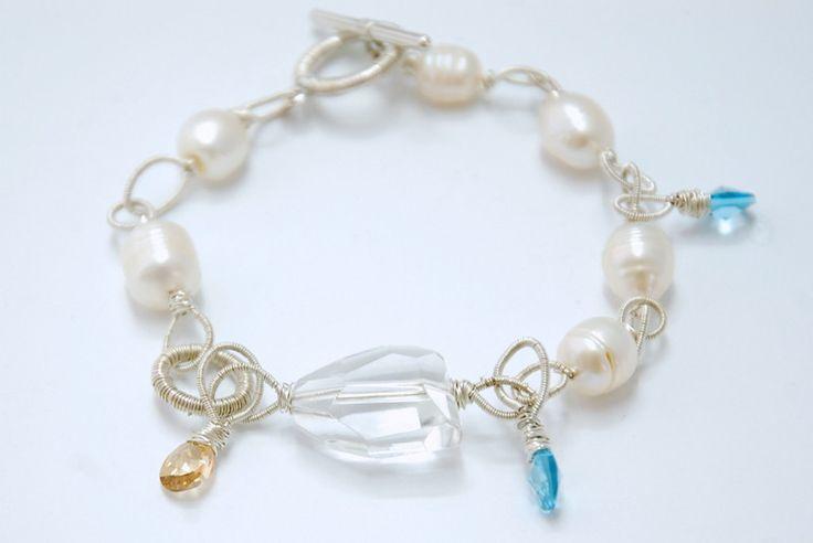 Perły i kryształy w unikatowej bransoletce - jolinowo - Bransoletki