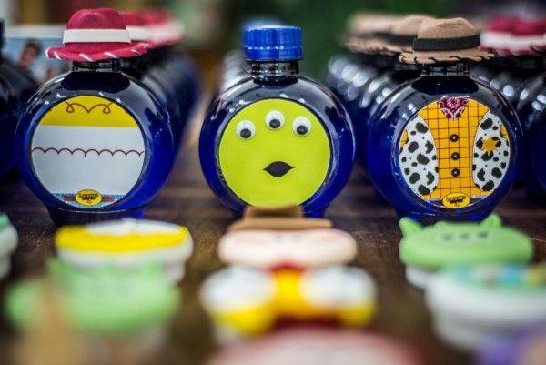 Garrafinha de água, personalizada, para festa do Toy Story! Fofo demais!!!! Olha a do ET!!!!