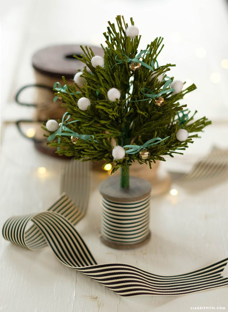 Make this mini #crepepaper pine tree with pattern and tutorial at www.LiaGriffith.com: