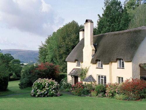Somerset Cottage - Love the thatched roof.