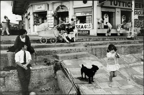 Tony Ray Jones - exceptional eye for complex street scenes/bh