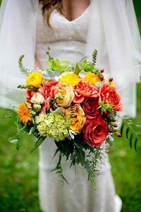 La Mariée en Colère - Galerie d'inspiration, bouquet mariée, mariage, wedding, bride, flowers, fleurs, bouquet de mariée, yellow, jaune,rouge, red