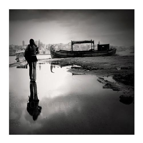siyah beyaz fotoğraf, sanatsal fotoğraf, yansıma, ev dekorasyonu, istanbul fotoğraf, yağmur fotoğrafçılık, 12%27%27 x 12%27%27 inç