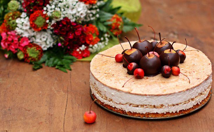 """Торт """"Груши, карамель"""" от Луки МонтерсиноЭтот рецепт из книги """"Golosi di salute"""", посвящённой облегчённым десертам и выпечке, в которой Монтерсино развивает близкую ему тему о здоровом питании. Он"""
