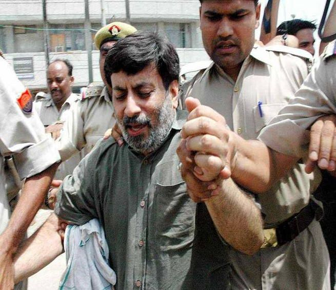 Have Rajesh and Nupur Talwar been victims of 'unfair trial'?  Ghaziabad: On the intervening night of May 15-16, 2008, a 14-year-old girl, Aarushi Talwar (daughter of a dentist couple Dr Rajesh Talwar and Nupur Talwar) and their domestic aide were murdered. Five years on, the parents of Aarushi have been convicted of the crime.  http://daily.bhaskar.com/article-ht/DEL-have-rajesh-and-nupur-talwar-been-victims-of-unfair-trial-4445279-PHO.html