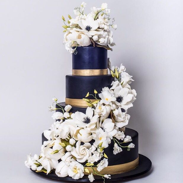Navy Blue wedding cake dressed with Sugarflowers