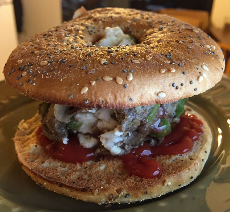 300 calories for the whole burger, there is no way you cannot enjoy this! 6f, 2c, 26 protiein - macrofriendly! 4oz lean (94/6) ground beef 10g chopped onions 10g chopped peppers 10g chopped mushrooms Preferred seasonings (I use Brazilian steakhouse) 1 laughing cow swiss wedge Thomas 100 calorie thin everything bagel Reduced-sugar ketchup