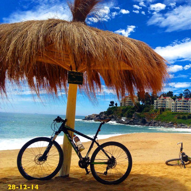 Disfrutando de la Hermosa playa de Pigueral luego de un pedaleo de 2 horas 30 min desde Concepcion