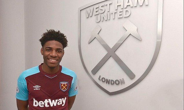 West Ham sign Oladapo Afolayan from Solihull Moors