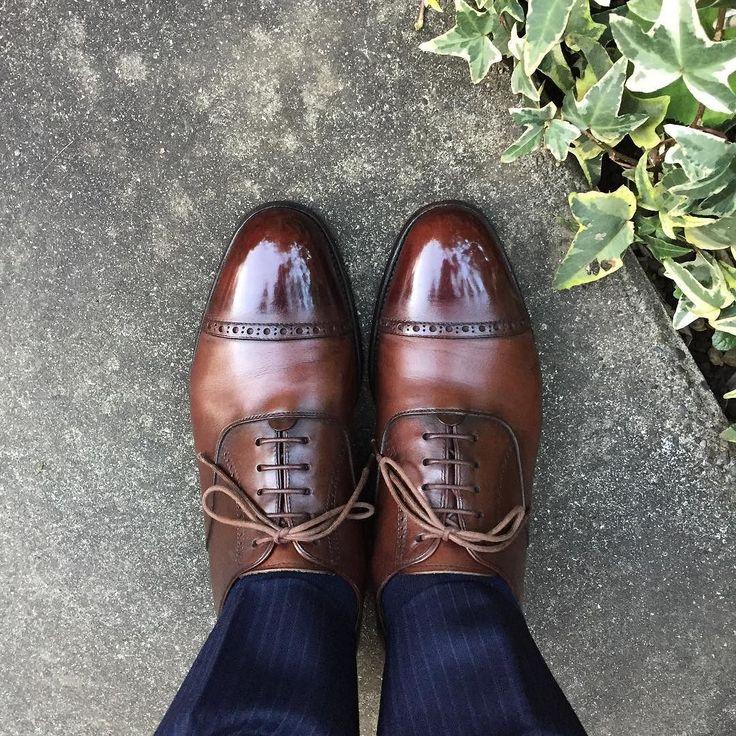 三陽山長 これが1000回目のポストです いつもと変わりませんが何を履こうか悩んで一番思い入れのあるこの靴にしましたR201の弦六郎です 働きはじめて間も無く緊張しながら買った靴今では靴の数も増えて登場回数減りましたがまだ履きます #sanyoyamacho #shoes #sotd #shoesoftheday #三陽山長 #紳士靴 #革靴 #弦六郎