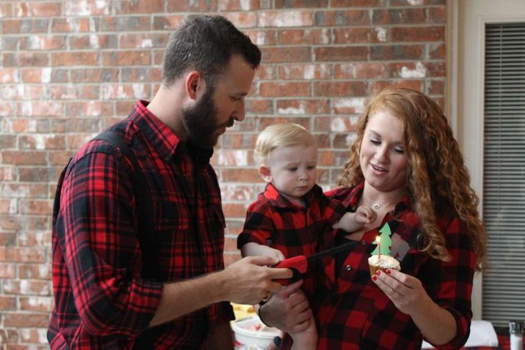 Plaid flannel first birthday party. Lumberjack first birthday smash cupcake. Luke's Mountain Man Lumberjack First Birthday, featured by Eclipse Event Co. on Catch My Party! http://www.eclipseeventco.com/#!Lukes-Lumberjack-Mountain-Man-1st-Birthday-Party/c1b0f/561165740cf2a7bb74c646ba