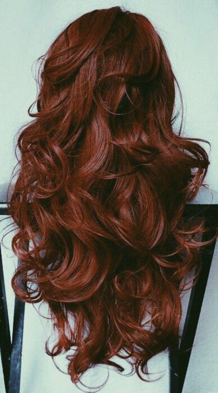 couleur de cheveux auburn, boucles magnifiques et lumineuses