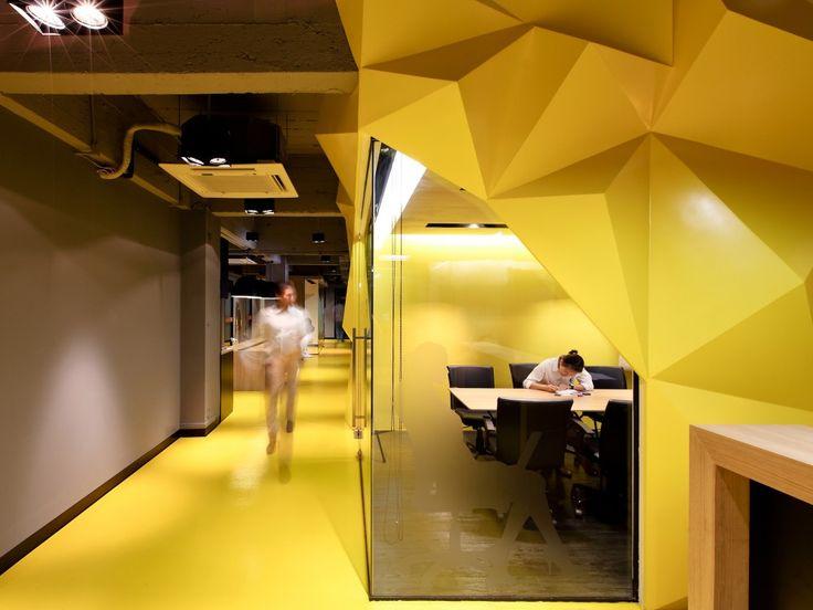 Kliquedesk / Studio of Design and Architecture + K2design