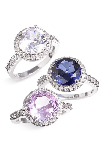 i love this style ring. sapphire = so pretty... and my birthstone