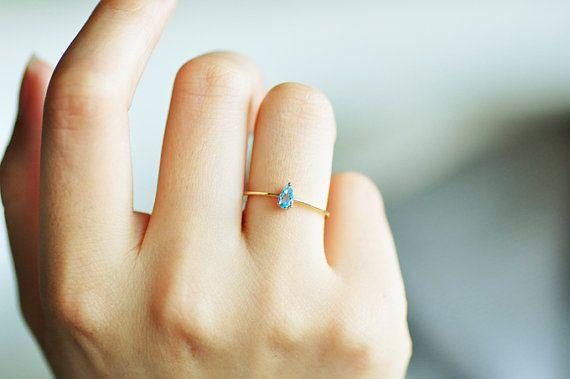 Incroyable !!! Bague en or 18K topaze bleue goutte | bague en or | Bague en saphir | petit anneau | bague en or pour femme | bague d'humeur | fille bague saphir