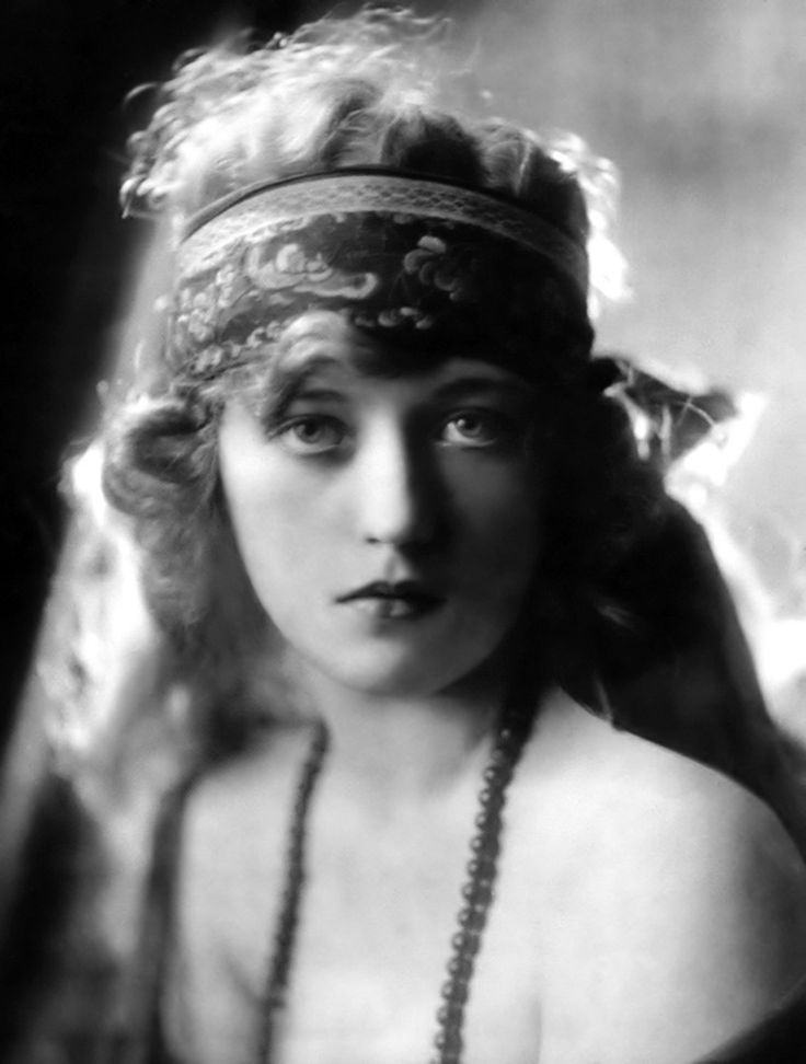 Marion Davies. Softness and intensity are not mutually exclusive.