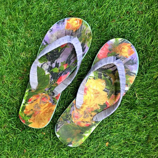 This Summer give your old/boring flip-flops a completely new look with this easy DIY.