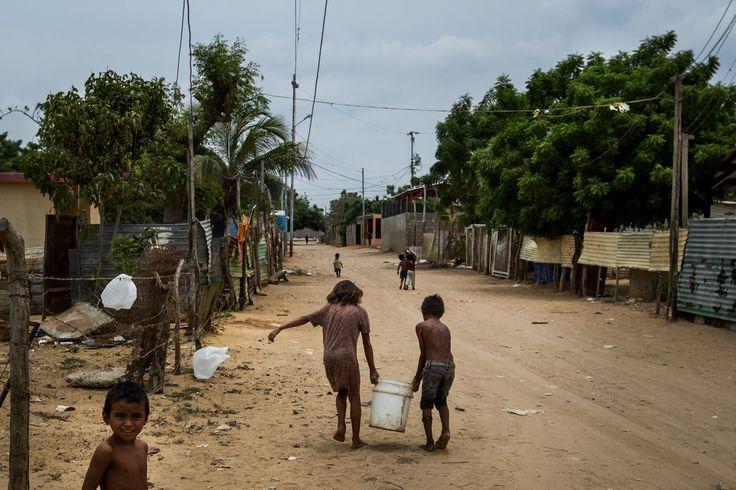Los niños contrabandistas en la tierra muerta de los wayúu