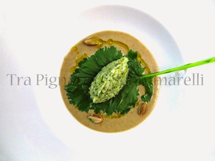 Quenelle di baccalà cotto a bassa temperatura, con polvere di broccoletti e pistacchi, su da crema di lenticchie di Castelluccio alla colatura di alici | Tra pignatte e sgommarelli
