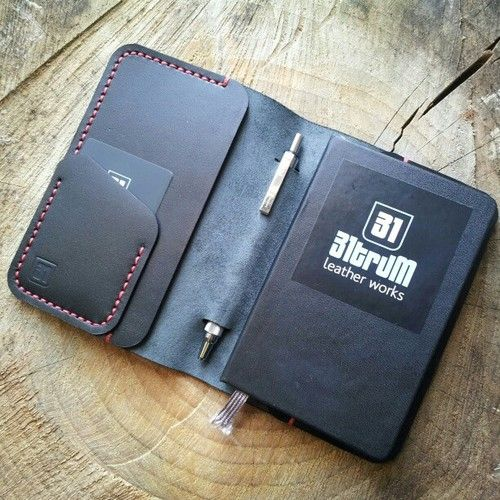 A 140x90 moleskine cover with card and note pockets and a pen slot.