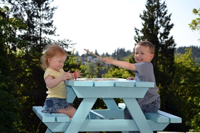 Kids picnic table out of 2x4s