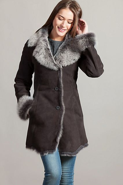10bc539a7ac The perfect longer style sheepskin winter coat for women in brown.   fashionblog  GetHerLook  GetHerStyle  PlusSize ...