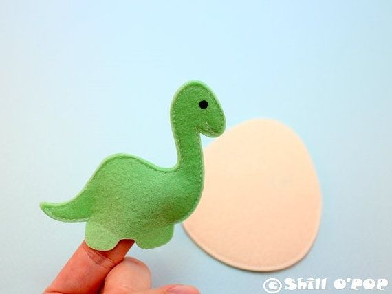 Kids will enjoy this collection of felt finger puppet dinosaurs! A fun way to learn about dinosaurs and creative play! Diplodocus and baby Diplodocus