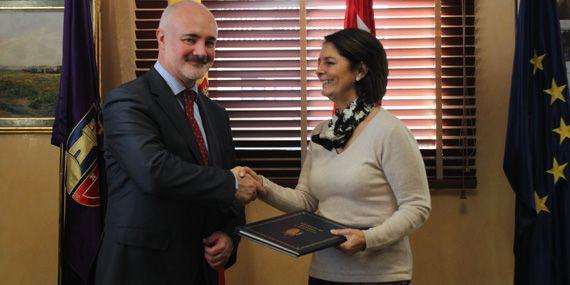 Hemos firmado un convenio de colaboración con la Alcaldesa de Pozuelo de Alarcón, para desarrollar el Servicio de Prevención y Atención al #Acoso #Escolar (SERPAE)