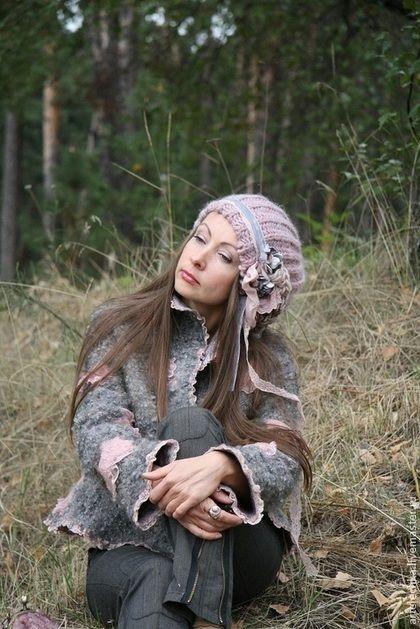 Купить или заказать Валяная куртка 'Зефирная осень!' в интернет-магазине на Ярмарке Мастеров. Эта валяная куртка выполнена по мотивам 'ОЗОРНОЙ' www.livemaster.ru/item/3119631-odezhda-kurtochka-zhaket-ozorstvo-sploshnoe НО она совсем с другим характером! Знаете, многим модницам эта модель пришлась по душе, просят повторить, но из-за отсутствия похожих материалов это было совершенно не возможно..... и только один раз я сделала подобную, но даже та первая очень отличалась (карманы, другой…